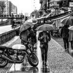 Rouler à moto en ville sous la pluie : ce que vous devez savoir