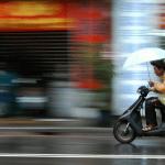 Conduire en ville sous la pluie
