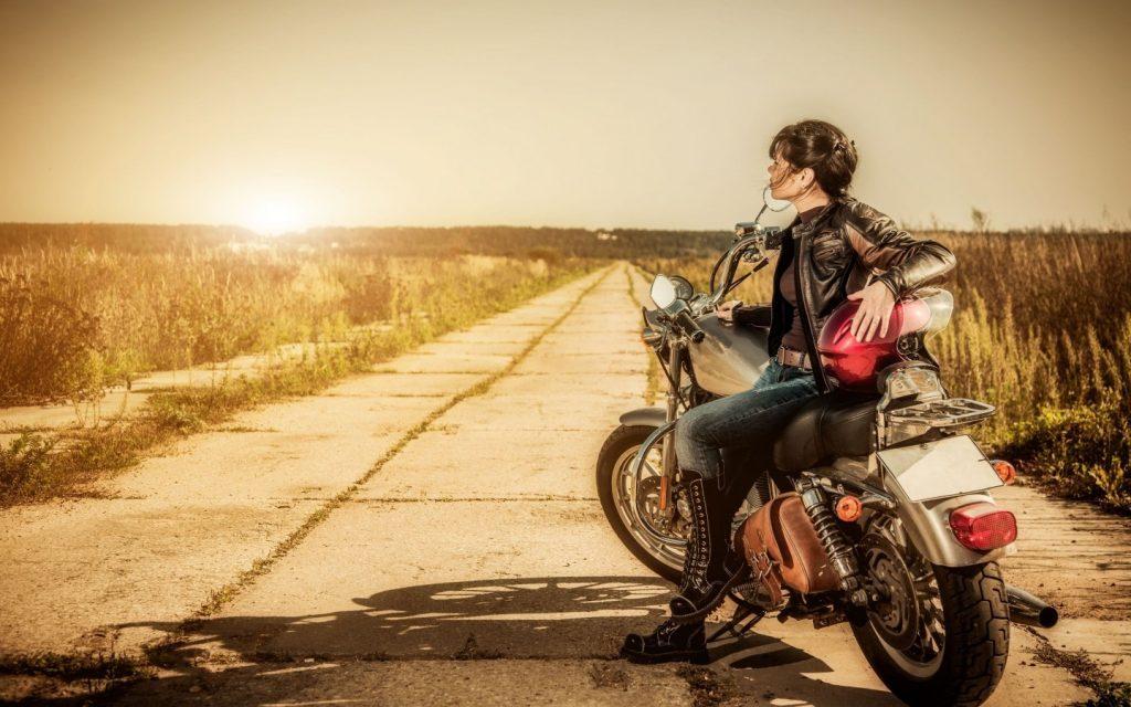 Comment être féminine à moto