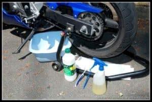 Nettoyage une chaîne de moto