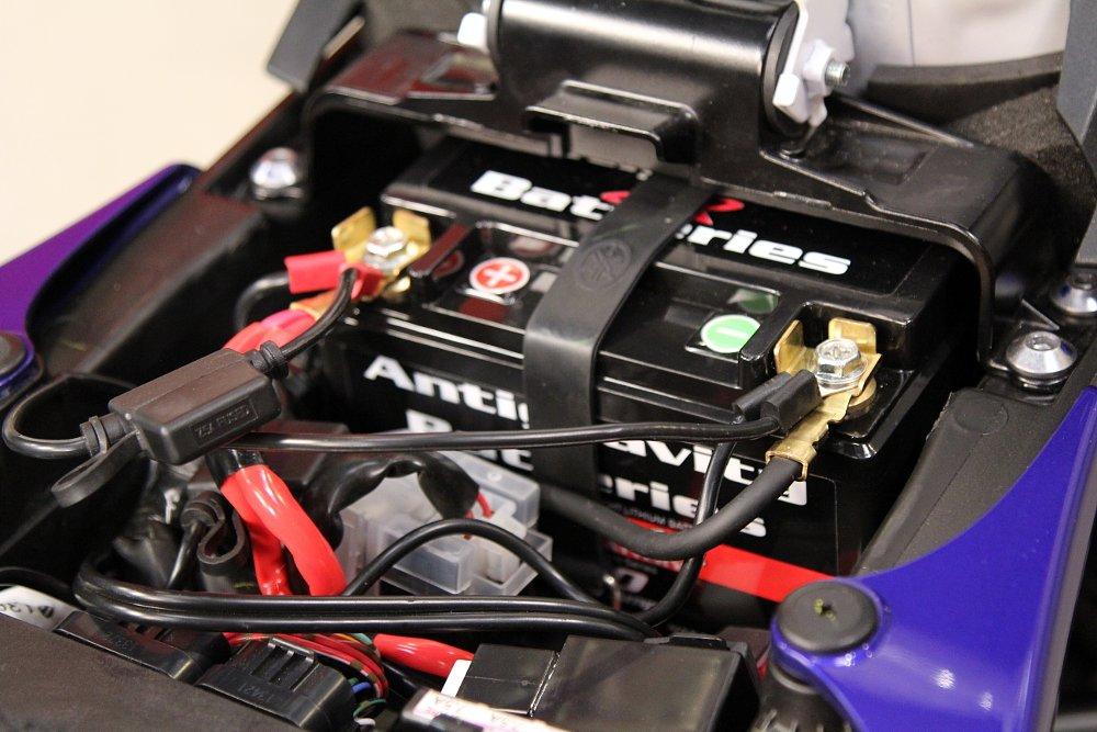 Retirer et installer une batterie moto