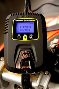 Recharger une batterie de moto