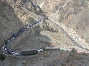 TOP 10 des routes les plus dangereuses : autoroute de Kaboul à Jalalabad en Afghanistan