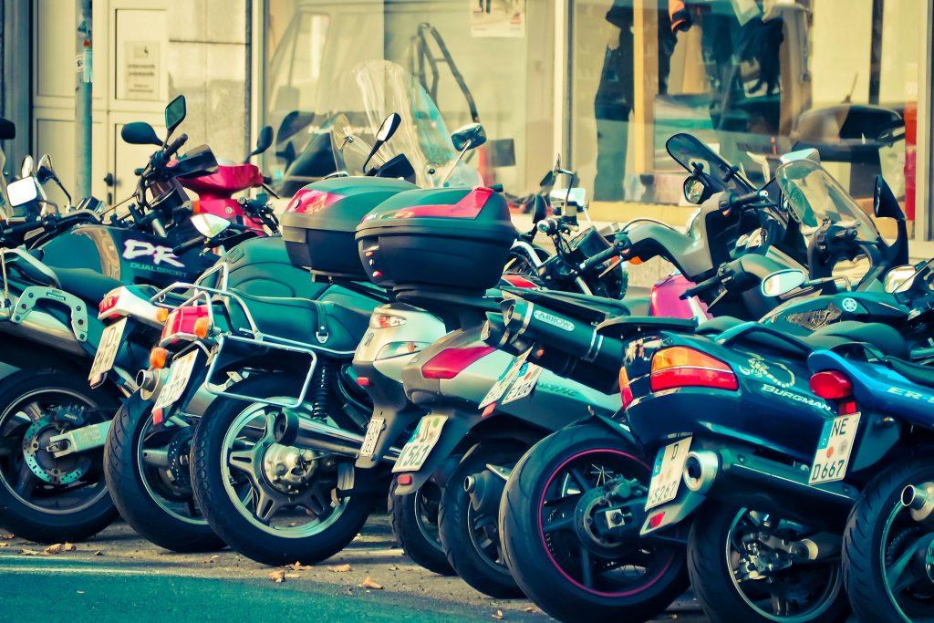 Stationnement payant pour les deux-roues : comment réduire la facture ?