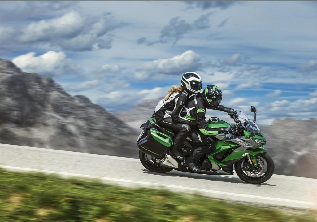 Comment rouler en duo à moto ?