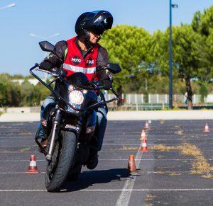 Permis moto : les fiches en vidéo pour réussir son plateau