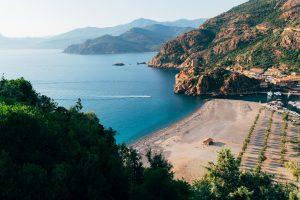 Les plus belles îles où partir en roadtrip moto en Europe