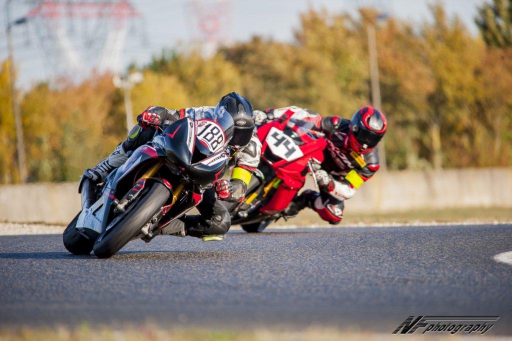 En piste notre position indique nos intentions aux autres ©Oxygene Racing 2018