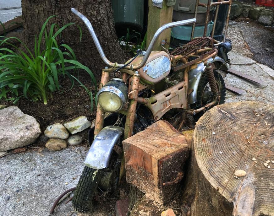 Vieille moto rouillée