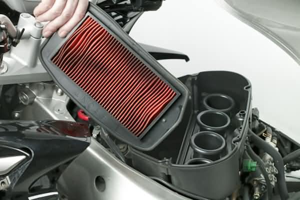 Entretien moto - nettoyer son filtre à air
