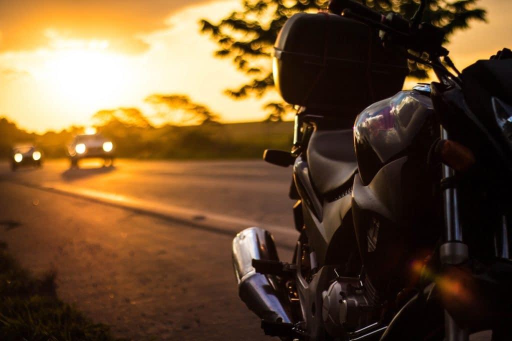 Le motard est peu visible aux yeux des automobilistes
