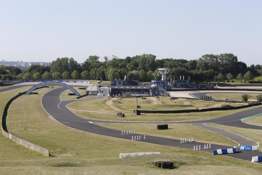 Vue panoramique sur le circuit Carole (93)