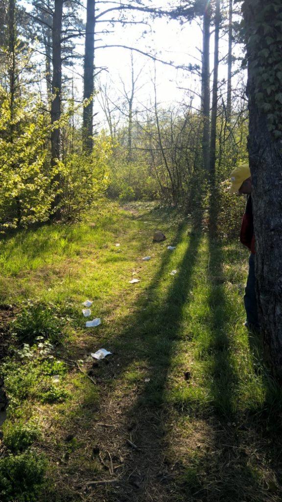 déchets dans un chemin ©CODEVER